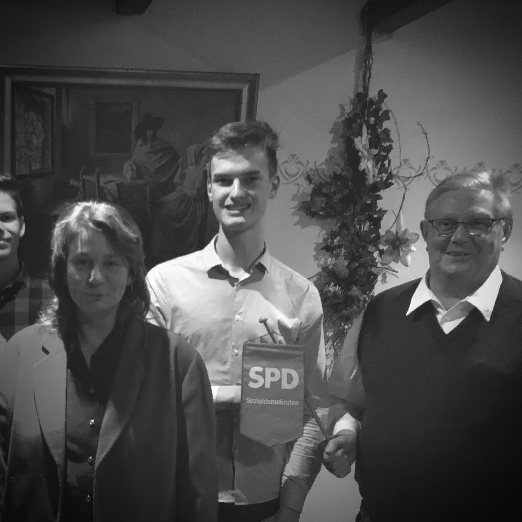 Im Dezember 2017 wurde Marcel Niemann zum Vorsitzenden des SPD Ortsvereins Molbergens gewählt. Theo Bruns hat nach mehr als 30 Jahren nicht wieder kandidiert.